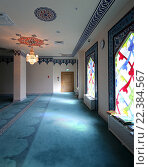 Купить «Интерьер Московской соборной мечети, мозаичные окна», фото № 22384567, снято 28 марта 2016 г. (c) Владимир Журавлев / Фотобанк Лори