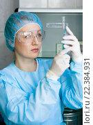 Купить «Медицинская сестра сосредоточенно смотрит на шприц и набирает лекарство», фото № 22384931, снято 27 марта 2016 г. (c) Эдуард Паравян / Фотобанк Лори
