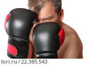 Боксёр в стойке. Изоляция на белом фоне. Стоковое фото, фотограф Олег Безруков / Фотобанк Лори