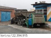 Купить «Сломанный старый автомобиль», фото № 22394915, снято 29 марта 2016 г. (c) Владимир Иванов / Фотобанк Лори