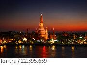 Купить «Ват-Арун в сумерках в Бангкоке», фото № 22395659, снято 21 января 2016 г. (c) Михаил Коханчиков / Фотобанк Лори