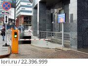 Купить «Москва-Сити: Въезд в гостевой паркинг», эксклюзивное фото № 22396999, снято 5 марта 2016 г. (c) Константин Косов / Фотобанк Лори