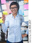 Купить «Portrait of businesswoman with sticky note», фото № 22408267, снято 4 октября 2015 г. (c) Wavebreak Media / Фотобанк Лори