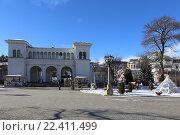 Купить «Колоннада рядом с Нарзанной галереей зимой, Кисловодск», эксклюзивное фото № 22411499, снято 21 января 2016 г. (c) Алексей Гусев / Фотобанк Лори