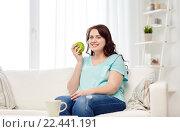 Купить «happy plus size woman eating green apple at home», фото № 22441191, снято 21 февраля 2016 г. (c) Syda Productions / Фотобанк Лори