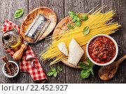 Купить «Ингредиенты для приготовления пасты болоньезе», фото № 22452927, снято 7 декабря 2014 г. (c) Лисовская Наталья / Фотобанк Лори