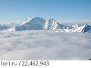 Вершина горы, выступающая из облаков. Стоковое фото, фотограф Дмитрий Шульгин / Фотобанк Лори
