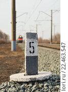 Пикетный столбик на железной дороге. Стоковое фото, фотограф Егор Ребенок / Фотобанк Лори
