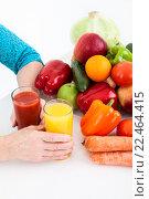 Купить «Здоровая еда: овощи, фрукты и свежевыжатые соки, изолировано на белом фоне», фото № 22464415, снято 26 марта 2016 г. (c) Кекяляйнен Андрей / Фотобанк Лори