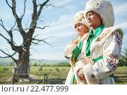 Купить «Мужчина и женщина в национальной одежде», фото № 22477999, снято 22 июля 2015 г. (c) Евгений Майнагашев / Фотобанк Лори