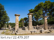 Olympia, Peloponnese, Greece. Ancient Olympia. Remains of the Temple of Hera, dating from the end of the 7th century BC. Ancient Olympia is a UNESCO World Heritage Site. Стоковое фото, фотограф Ken Welsh / age Fotostock / Фотобанк Лори