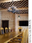 Обеденный стол в загородном деревянном доме. Стоковое фото, фотограф Tanya Ischenko / Фотобанк Лори