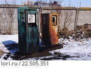 Старая бензоколонка. Стоковое фото, фотограф Sergey  Ivanov / Фотобанк Лори