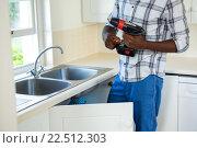 Купить «Man repairing a kitchen sink», фото № 22512303, снято 19 января 2016 г. (c) Wavebreak Media / Фотобанк Лори