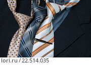 Мужские галстуки на темном фоне. Стоковое фото, фотограф Александр Рыбин / Фотобанк Лори