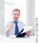 Купить «businessman with papers showing thumbs up», фото № 22528179, снято 9 июня 2013 г. (c) Syda Productions / Фотобанк Лори