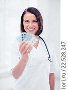Купить «doctor with blister packs of pills», фото № 22528247, снято 6 июля 2013 г. (c) Syda Productions / Фотобанк Лори