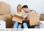 Купить «smiling couple with many boxes moving to new home», фото № 22528927, снято 25 февраля 2016 г. (c) Syda Productions / Фотобанк Лори