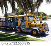 Город Камбрильс, Cambrils, туристический паровозик (2011 год). Редакционное фото, фотограф Alex Chernikov / Фотобанк Лори