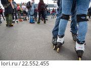 Купить «Массовое катание на роликовых коньках на ВДНХ в городе Москве», фото № 22552455, снято 9 апреля 2016 г. (c) Николай Винокуров / Фотобанк Лори