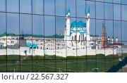 Купить «Казань, Россия, вид на Казанский кремль и мечеть Кул-Шариф. Отражение в зеркале», фото № 22567327, снято 25 сентября 2015 г. (c) Старостин Сергей / Фотобанк Лори