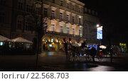 Купить «Coaches with horses in Krakow», видеоролик № 22568703, снято 5 марта 2016 г. (c) BestPhotoStudio / Фотобанк Лори