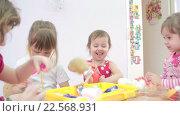 Купить «Дети играют в детском саду», видеоролик № 22568931, снято 7 апреля 2016 г. (c) Алексндр Сидоренко / Фотобанк Лори