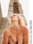 Купить «Naked young woman in ancient environment», фото № 22580059, снято 24 июля 2019 г. (c) age Fotostock / Фотобанк Лори
