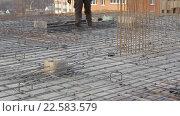 Купить «Арматурная рама для бетонных плит», видеоролик № 22583579, снято 4 апреля 2016 г. (c) Бубнов Дмитрий / Фотобанк Лори
