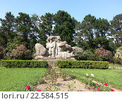 Купить «Дендрарий в Сочи. Нижний парк. Скульптура «Адам и Ева»», фото № 22584515, снято 12 июля 2013 г. (c) DiS / Фотобанк Лори