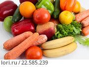 Купить «Фрукты и овощи на столе, крупный план», фото № 22585239, снято 26 марта 2016 г. (c) Кекяляйнен Андрей / Фотобанк Лори