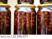 Вареньем из шишек в стеклянных банках. Стоковое фото, фотограф Марина Коробкова / Фотобанк Лори