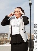 Купить «Деловая женщина в современном городе», фото № 22603555, снято 17 апреля 2016 г. (c) Момотюк Сергей / Фотобанк Лори