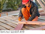 Кровельные работы на строительстве частного дома. Стоковое фото, фотограф Myroslav Kuchynskyi / Фотобанк Лори