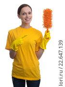Купить «Молодая женщина в желтой футболке и резиновых перчатках на белом фоне», фото № 22647139, снято 28 марта 2016 г. (c) Александр Лычагин / Фотобанк Лори