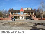Купить «Москва, парк Печатники. Центральная арка», эксклюзивное фото № 22648975, снято 17 апреля 2016 г. (c) Alexei Tavix / Фотобанк Лори