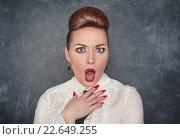 Купить «Удивленная возмущенная женщина», фото № 22649255, снято 26 января 2014 г. (c) Darkbird77 / Фотобанк Лори