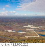 Купить «Top view oil rig at an oilfield», фото № 22660223, снято 11 сентября 2012 г. (c) Владимир Мельников / Фотобанк Лори