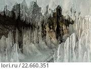 Купить «Ледяные сталактиты и сталагмиты в скале», фото № 22660351, снято 7 марта 2016 г. (c) Юлия Машкова / Фотобанк Лори