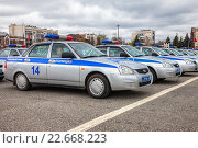 Купить «Russian patrol cars of the State Automobile Inspectorate on the Kuibyshev square in spring day», фото № 22668223, снято 20 апреля 2016 г. (c) FotograFF / Фотобанк Лори