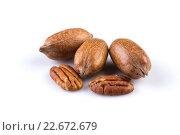 Few pecan nuts isolated on white. Стоковое фото, фотограф Roman Tsubin / PantherMedia / Фотобанк Лори