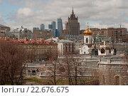 Купить «Москва. Городской пейзаж, новые и старые здания», эксклюзивное фото № 22676675, снято 21 апреля 2016 г. (c) Svet / Фотобанк Лори