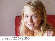 Купить «Белокурая симпатичная девочка-подросток, портрет», фото № 22678355, снято 23 августа 2014 г. (c) EugeneSergeev / Фотобанк Лори