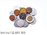 Монеты разных стран на белом фоне. Стоковое фото, фотограф Юрий Винокуров / Фотобанк Лори