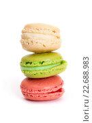 Купить «Разноцветные макаруны на белом фоне», фото № 22688983, снято 24 апреля 2016 г. (c) Юлия Кузнецова / Фотобанк Лори