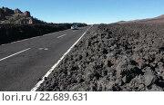Купить «Автомобильная дорога TF-38 с застывшими кусками лавы на обочинах. Тенерифе, Канарские острова, Испания», видеоролик № 22689631, снято 25 апреля 2016 г. (c) Кекяляйнен Андрей / Фотобанк Лори