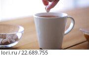 Купить «hand adding sugar to cup of tea or coffee», видеоролик № 22689755, снято 15 апреля 2016 г. (c) Syda Productions / Фотобанк Лори