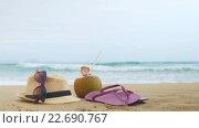 Купить «Шлепки, солнцезащитные очки и соломенная шляпа на пляже», видеоролик № 22690767, снято 23 мая 2019 г. (c) Павел Котельников / Фотобанк Лори