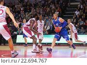 """Купить «Баскетбол. БК """"Нептунас"""", впереди Валдас Василиус (42)», фото № 22694767, снято 9 ноября 2013 г. (c) Pavel Shchegolev / Фотобанк Лори"""