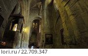 Купить «Иконы на стенах Грузинской церкви», видеоролик № 22709347, снято 28 апреля 2016 г. (c) Потийко Сергей / Фотобанк Лори